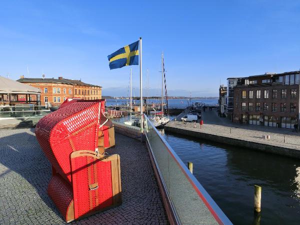 Flaggstång med Sveriges flagga. Vi erbjuder flaggstänger i olika höjder.